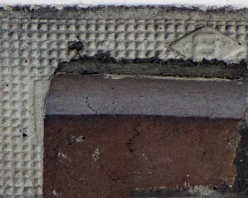 旧制石川第四高等中学校本館の軒下白煉瓦拡大.jpg
